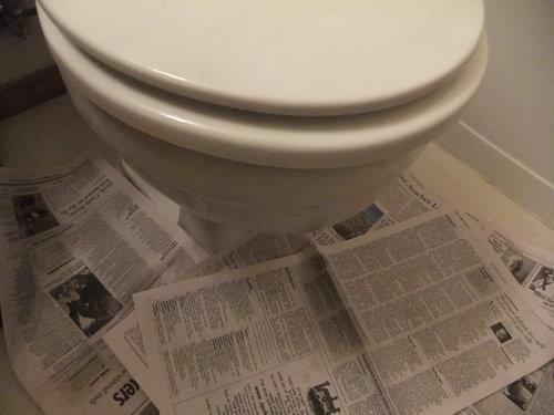 【ステップ1】床に新聞紙を敷き詰める 画像